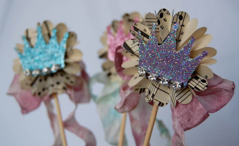 Crown cupcake picks